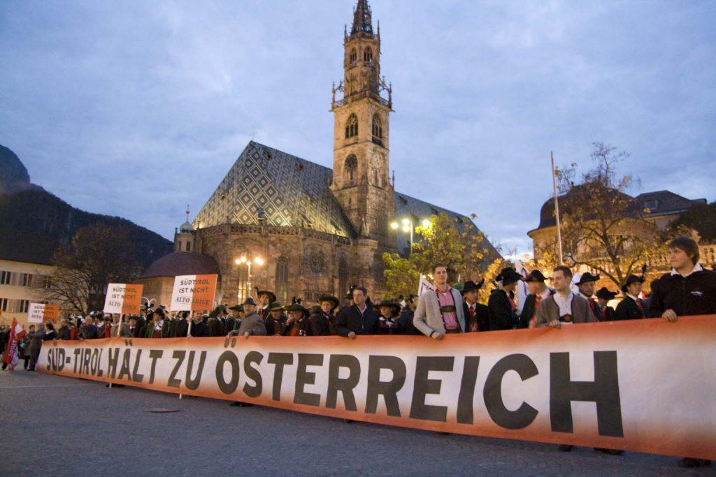 Süd-Tirol hält zu Österreich